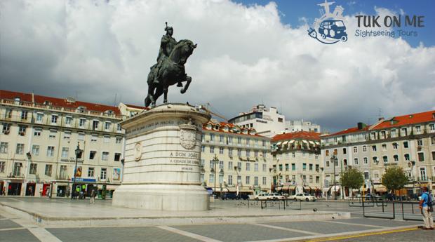 Descobrir Lisboa! Passeio de Tuk Tuk para 2, 4 ou 6 Pessoas!