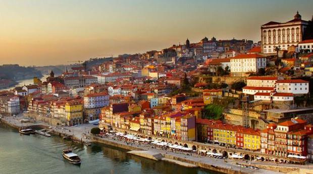 Porto Cidade Invicta -  2 Noites com Cruzeiro, City Tour e Visita às Caves em Hotel 4*!