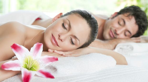 Massagem de Relaxamento a Dois com Champanhe e Bombons em Belas!