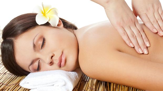 Massagem de Relaxamento com Manicure e Pedicure Normal no Centro do Porto!