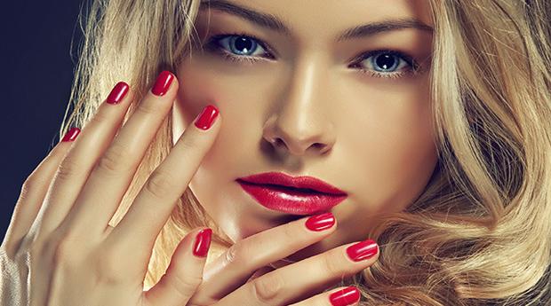 Manicure com Aplicação de Verniz de Gel e Depilação de Sobrancelhas na Boavista!