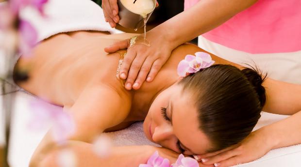 Especial Dia da Mãe! Massagem de Relaxamento com Velas Quentes em Queluz!