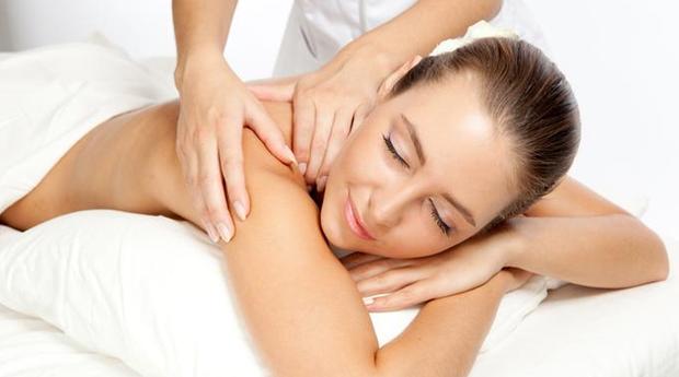 Massagem de Relaxamento Corpo Inteiro com Óleos Essenciais e Mini Facial em Matosinhos!