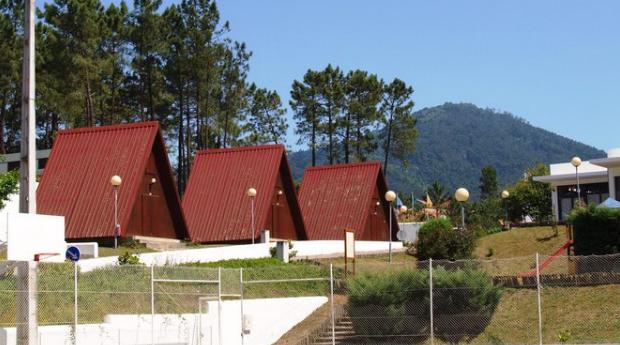 Serra do Buçaco -  2,3,5 ou 7 Noites até 7 Pessoas em Bungalow com Jantar no Parque de Campismo do Luso!