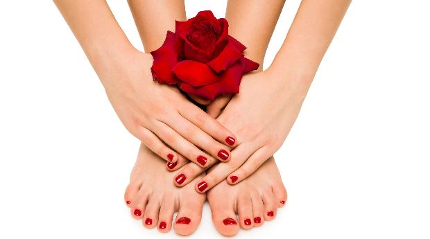 Mãos e Pés Impecáveis! Manicure e Pedicure Completa com Aplicação de Verniz de Gel, Esfoliação e Massagem no Porto!