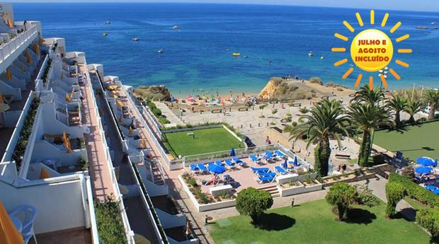 Albufeira Tudo Incluído em Hotel 3* -  5, 6 ou 7 Noites para 2 Adultos e 1 Criança no Clube Praia da Oura!