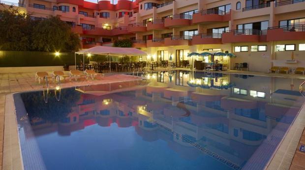 Albufeira Tudo Incluído em Hotel 4* - 5, 6 ou 7 Noites para 2 Adultos no Muthu Forte da Oura 4*!