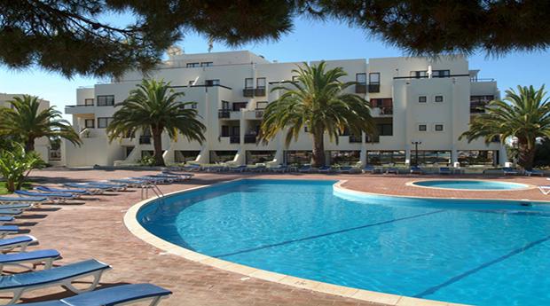 Albufeira em Meia Pensão para 2 Adultos e Criança Grátis -  2, 3, 4, 5 e 7 Noites no Hotel Acqua Maris Balaia 3*!