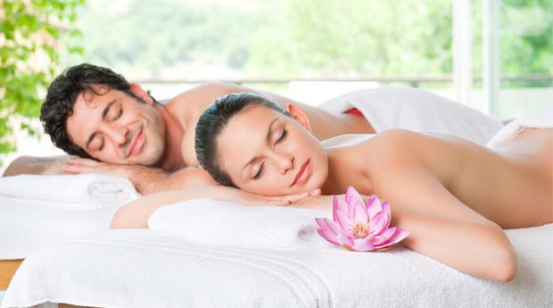 Massagem de Relaxamento para 1 ou 2 Pessoas em Belas! Esquece os Problemas Durante 60 minutos!
