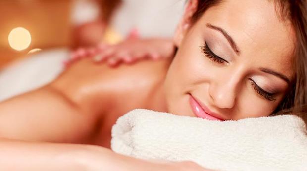 Massagem de Relaxamento Corpo Inteiro com Velas Aromáticas e Mini-Facial em Braga!