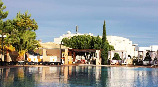 Hotel Balaia Plaza 4* em Albufeira - 2 a 7 Noites com Meia Pensão e 1 Criança Grátis até aos 12 Anos!