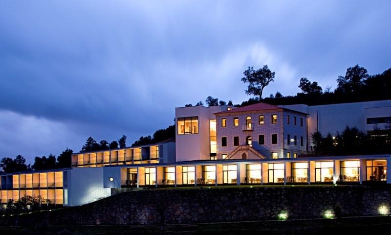 Fim-de-Semana no Douro -  1, 2 ou 3 Noites com Meia Pensão no Douro Palace Hotel Resort & Spa 4*!