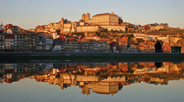 Porto Património Mundial -  1 ou 2 Noites com Visita às Caves do Vinho Do Porto e Cruzeiro das 6 Pontes no Hotel Royal!