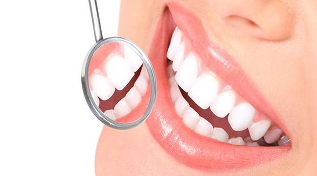 Dentes Brancos, Sorriso Brilhante -  1 ou 2 Sessões de Branqueamento Led nas Amoreiras!