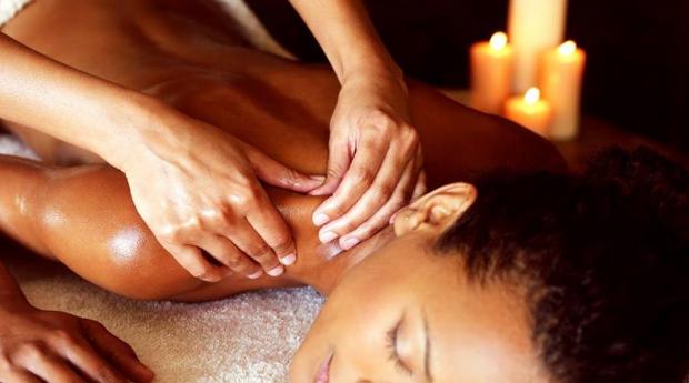 Relaxa o Corpo e a Mente! Massagem de Relaxamento de 30 ou 60 Minutos na Avenida de Roma!