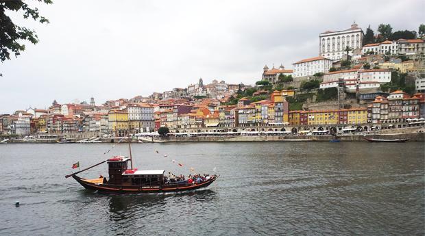 Cruzeiro das Seis Pontes no Rio Douro em Barco Típico Rabelo com Criança Grátis!