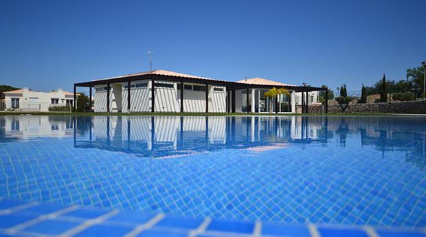 Carvoeiro - Aldeamento Villas Mourim -  2 a 7 Noites INCLUI Moradia V1 ou V2 até 5Pessoas!