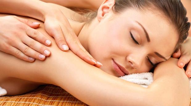 Massagem de Relaxamento às Costas ou Corpo Inteiro no Restelo!