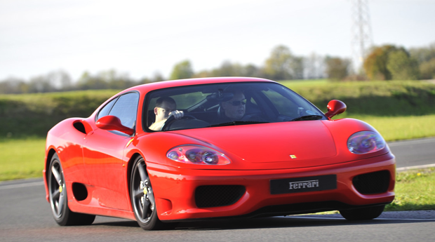 Presente de Sonho ao Volante de um Ferrari! 1, 2, 3, 4 ou 6 Voltas ao Autódromo de Braga!
