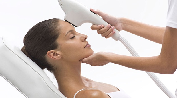 Foto Rejuvenescimento Gold com Peeling Facial e Consulta de Diagnóstico em Braga!