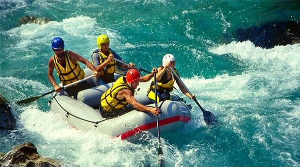 Sente a Adrenalina! Rafting no Tâmega com Prova de Vinhos e Lanche com Produtos Regionais!