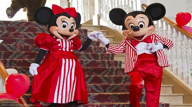 Especial Dia dos Namorados -Disneyland Paris, Momentos Mágicos a Dois! -  2 Noites, Voos, Transferes e Entradas nos 2 Parques Incluídas!