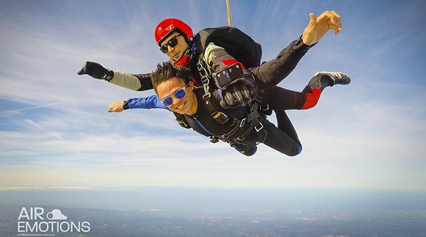 Fica com a Cabeça nas Nuvens! Skydive a 3000 M ou 4200 M de Altitude em Portimão!