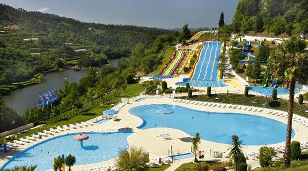 Parque Aquático de Amarante -  1 ou mais Noites no Hotel Navarras 3* para Toda a Família!