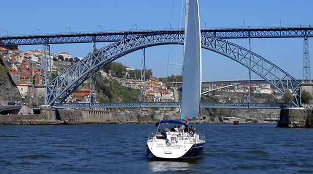 Desconto Black Friday! 2 Horas de Passeio Romântico de Veleiro no Douro a 2 com Welcome Drink!