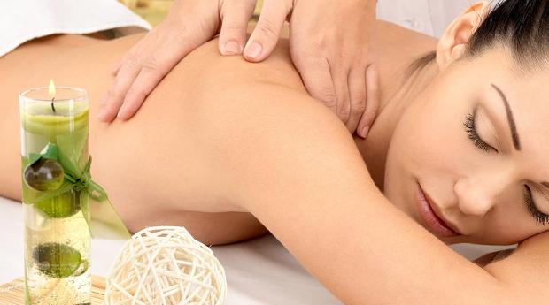 Massagens de Relaxamento com Óleos Aromáticos e Banho Quente!