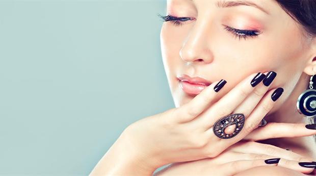 Unhas de Gel com Manicure Completa e Extensões!