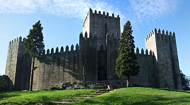 Páscoa no Berço Histórico de Portugal! Estadia 1, 2 ou 3 Noites com SPA no Trovador Guest House!