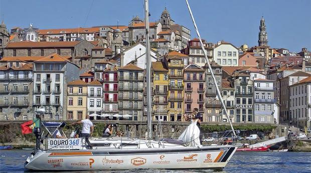 Passeio no Douro para 2, 4, 6 ou 10 pessoas com Refeição a Bordo!