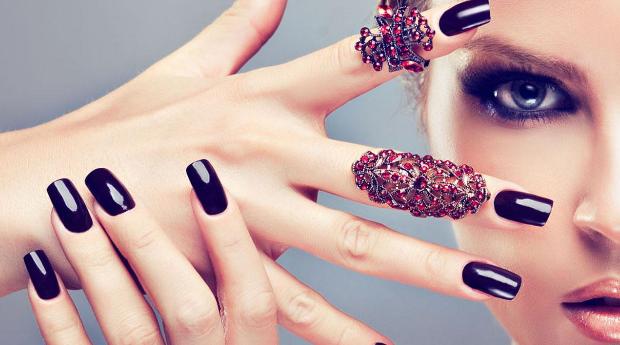Aplicação de Verniz de Gel com Manicure em Cascais!