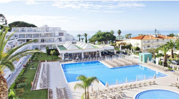 Albufeira, Algarve -  2, 3, 5 ou 7 Noites no Resort Clube Praia da Oura 3* Aparthotel!