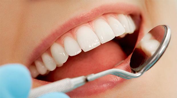 Limpeza Dentária com Branqueamento a Laser no Porto!