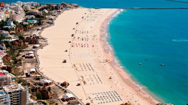 Clube Praia da Rocha 3* -  2, 3, 5 ou 7 Noites Até 4 Adultos em Portimão!