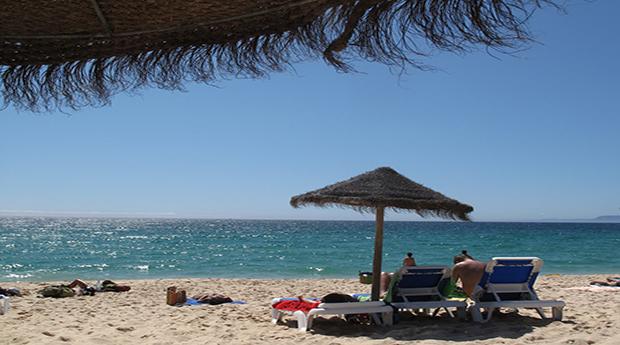 Dia de Praia com  Refeição, Bebida e Espreguiçadeiras na Costa da Caparica!
