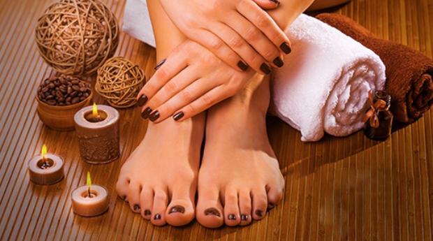 Manicure e Pedicure Com Esfoliação, Hidratação e Aplicação de Verniz em Odivelas!