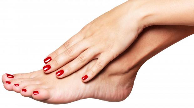 A Beleza Nas Tuas Mãos! Spa de Mãos e Pés com Aplicação de Verniz de Gel em Matosinhos!