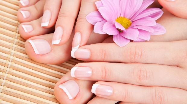 Manicure e Pedicure Premium com Esfoliação e Massagem na Boavista!