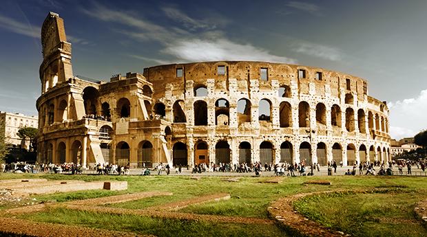 Roma -  2 Noites em Hotel  4* com City Tour de Barco e Voos!
