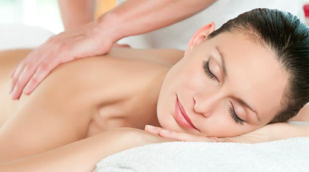 1 ou 2 Massagens de Relaxamento às Costas com oferta de Head Massage em Carnaxide!