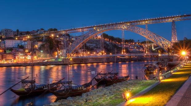 Porto em Hotel 4* & Spa -  1, 2 ou 3 Noites com Spa no Hotel Axis Porto 4*!