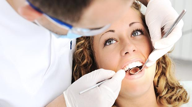 Limpeza Dentária com Destartarização, Polimento e Jato de Bicarbonato em Odivelas!