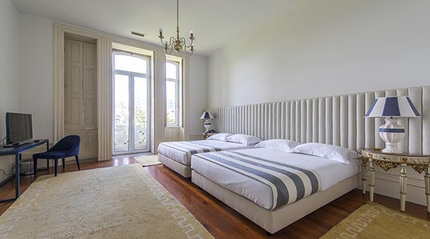 Réveillon em Hotel 4* -  1, 2 ou 3 Noites com Jantar de Réveillon no Villa Garden 4*!