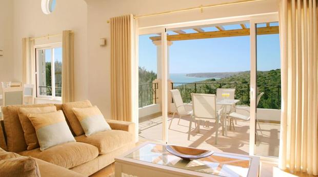 Réveillon no Algarve: 3 Noites em T2 ou T3 com Jantar de Gala e Música ao Vivo