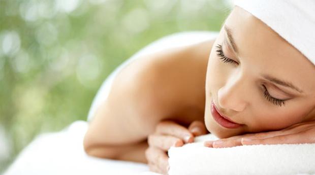 Massagem de Relaxamento com Óleos Essenciais e Mini Facial em Braga!