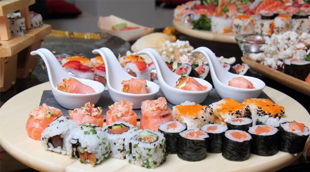 Menu Completo de Sushi a Dois! Combinado com 50 Peças no Estoril!